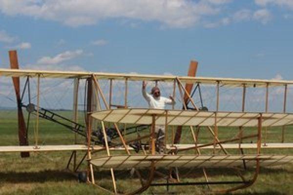 Replika lietadla bratov Wrightovcov Wright Flyer.