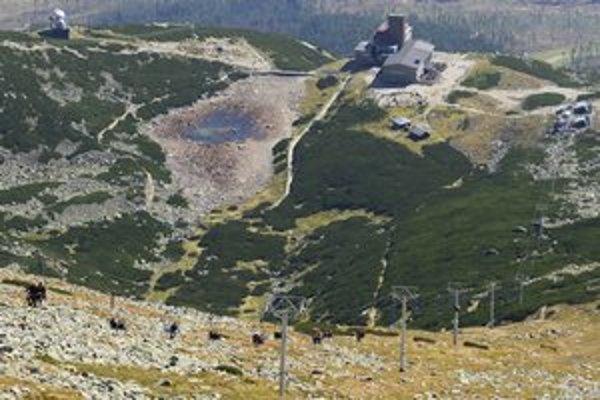 Do Lomnického sedla sa dá lanovkou vyviezť už len do nedele, od 8. októbra bude odstavená až do začiatku lyžiarskej sezóny.