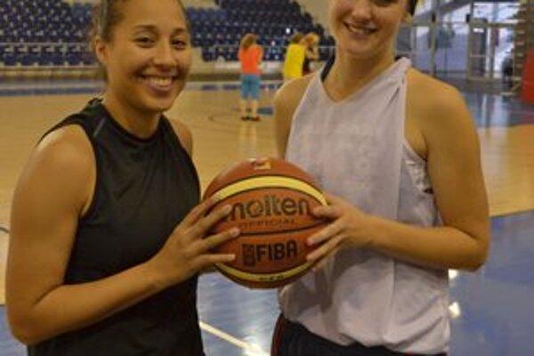 Američanky Brittney Davisová (vľavo) a Jasmine Stohrová.