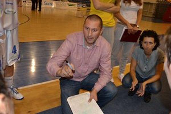 Tréner Ľuboslav Kovalský. Popradčanky zaknihovali v Petržalke prvé víťazstvo.