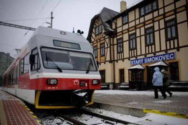 Odstavená električka na stanici v Starom Smokovci.