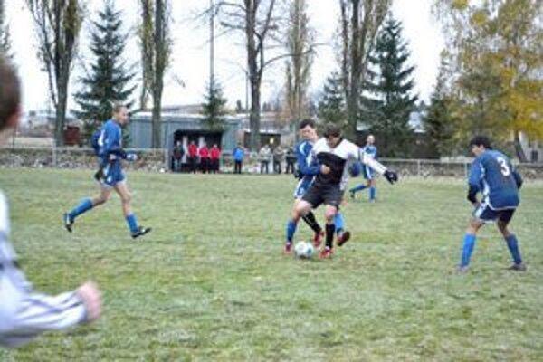 Premrznutý terén, Poprad-Stráže podľahol Vikartovciam 0:1.