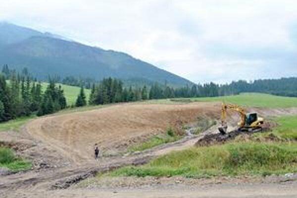 Nová vodná plocha. Začali ju stavať v júli, dokončená má byť budúce leto.