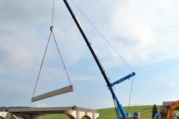 Najväčší v Poprade. Technická rarita unesie 400 ton, čo je teda poriadna hmotnosť.