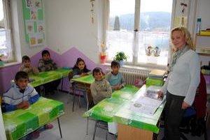 Najmenšia v škole. Trieda pani učiteľky Solusovej je pravdepodobne najmenšia v republiky. Stiesnené sú však aj ostatné.
