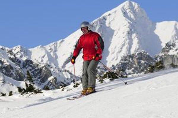 Pod väčšiu návštevnosť zahraničných turistov v zimných Tatrách sa podľa prevádzkovateľov podpísali najmä zlepšené podmienky na lyžovanie.