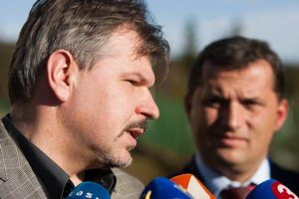 Nový riaditeľ Štátnej ochrany prírody Marián Jasík a minister životného prostredia SR József Nagy.