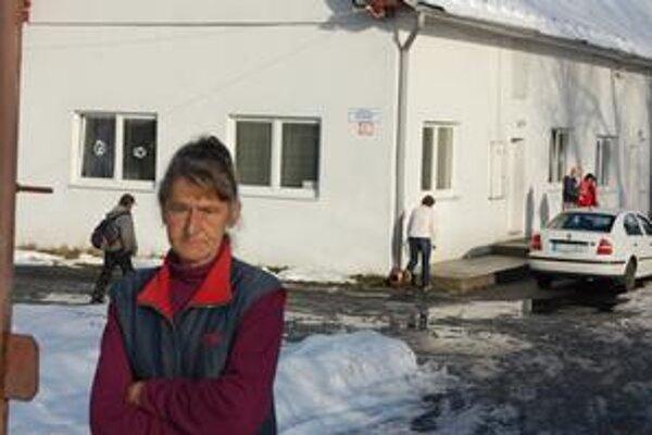 Melánia Kiferová. Popradská bezdomovkyňa žije v teple, v útulku. Vo voľnom čase vyšíva, odpratáva sneh, no číta aj denník Korzár.