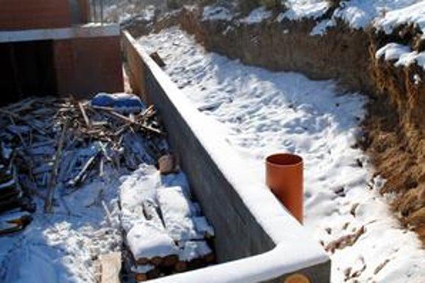 Opatrenia. Proti vode bude bytovku chrániť špeciálny múr s izoláciami.