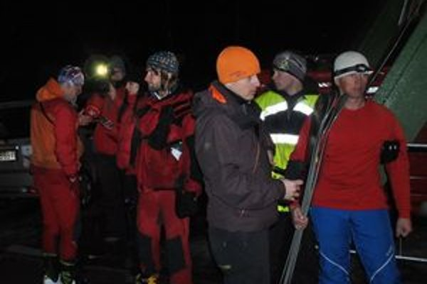 Záchranári po návrate z náročnej akcie v masíve Lomnického štítu.