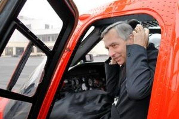 Minister dopravy neprišiel na popradské letisko so žiadnym plánom.