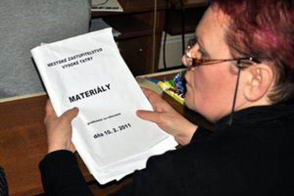 Anna Chovancová. Tatranskí poslanci stále používajú papier.