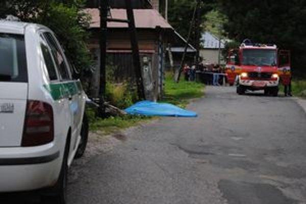 Nehoda. Polícia na niekoľko hodín uzavrela stred obce.