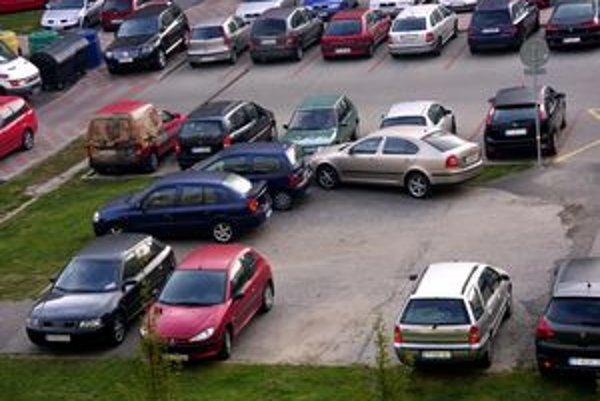 Zmestia sa všade. Ak treba, tak sa auto vojde aj do najmenšej medzierky.
