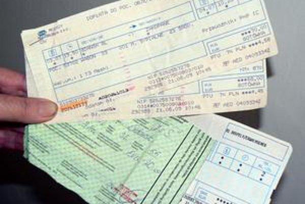 Čierne na bielom. Niektorým sa 100-percentný rozdiel v cene lístka na rovnakú trasu rovnakým vlakom v časoch EÚ zdá nenormálny.