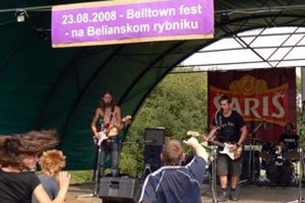 Festival. II. ročník Belltown festu pre mladé kapely, kde zároveň nechýbajú headlineri, sa od rybníka presúva do centra.