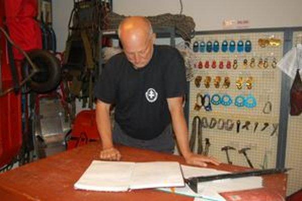 Peter Šperka. Horský záchranár spomína, že vrcholová kniha pomohla napríklad pri záchrane poľských turistov.
