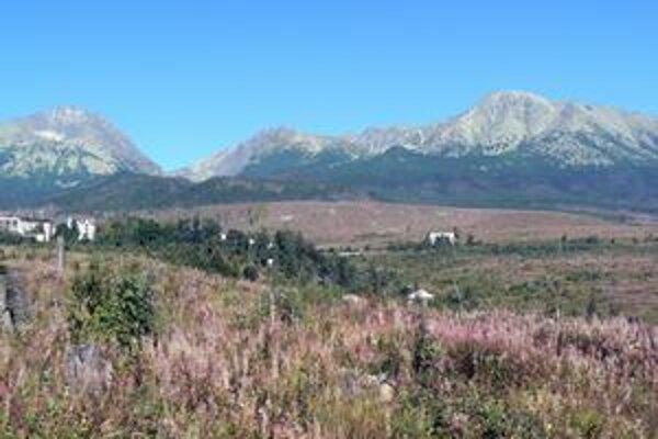 Pohľad z Tatranskej Polianky. Vedci tvrdia, že mikroklímu Tatier a podtatranskej oblasti nemožno skúmať oddelene.