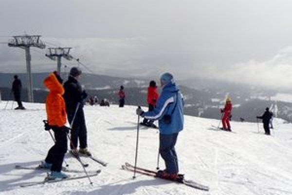 Dôjde k dohode? Ak nie, lyžovačka bude drahšia. Tatranci za celodenné parkovanie vyberajú 5 až 6 eur.