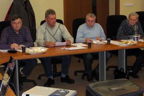 Zahlasovali za svojich. Poslanci rozhodli, že nové názvy budú spojené s menami tunajších osobností. Návrh predniesol poslanec Andrej Novák (vľavo).