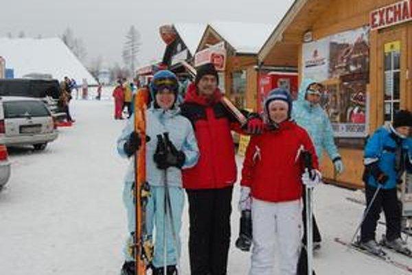 Košičania v Tatrách. Miške, Michalovi a Zuzane Džoganovcom sa lyžovačka v Tatrách páči, vrátane cien. Čakali vyššie.