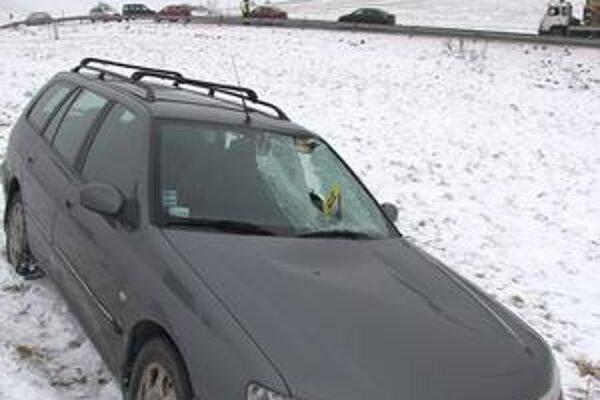 Toto dokáže ľad narobiť. Pred vyše týždňom takto zničil mladej vodičke auto. Horšie je, že vážne zranil ju i jej dieťatko.
