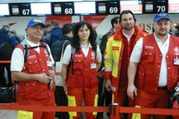 Samaritáni. Slovenská posádka s rakúskymi kolegami pracuje denne v obrovských horúčavách.