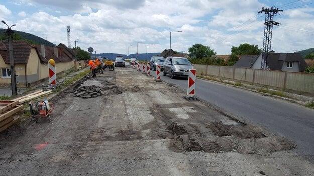 Práce na moste v Opatovej už začali.