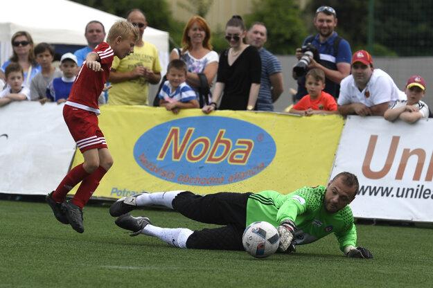 V júni si Marián Gáborík (vpravo) zahral aj futbal počas charitatívnej akcie Hviezdy deťom.