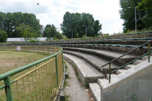 Veľké plány na rekonštrukciu štadióna, na ktorú mal prispieť štát, sú preč.
