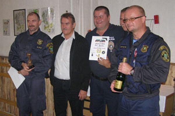 Mestskí policajti z Prievidze vyhrali streleckú súťaž v Piešťanoch.
