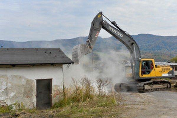 V lokalite, kde sú v súčasnosti staré banícke baraky, bude stáť na budúci rok rybia farma.