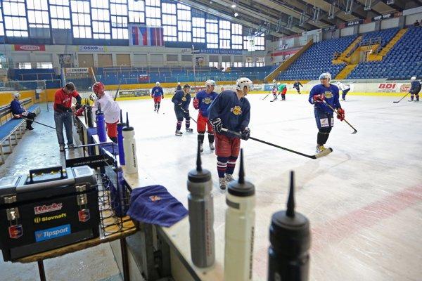 Po dlhšej pauze si hokejisti opäť vyskúšali ako chutí zvolenský ľad