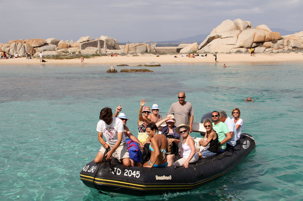 Ostrov Lavezzi medzi Korzikou a Sardíniou ponúka pokojné pláže.