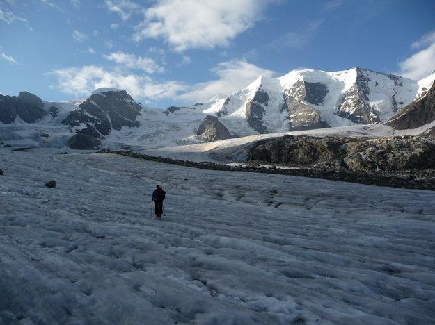 Ľadovec križujeme čo najkratšou trasou na druhú stranu.