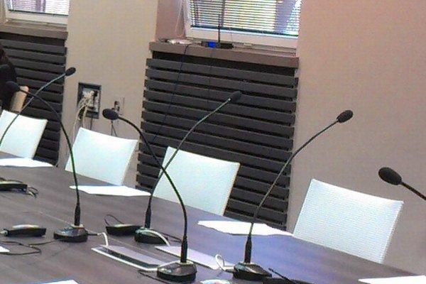 Niektorí poslanci sa tejto časti rokovania nezúčastnili.