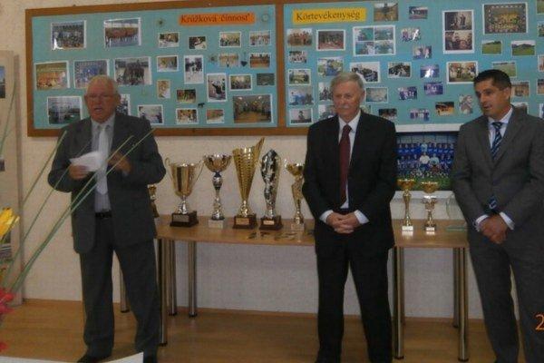 Krásne výročie oslávilo CVČ slávnostným programom. Riaditeľ Karol Alföldi privítal starostu obce Nesvady Jozef Harisa a ďalších hosti.