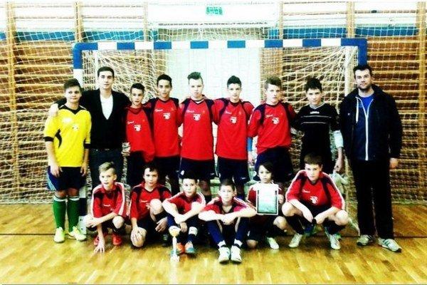Družstvo žiakov z Michala nad Žitavou, ktoré absolvovalo turnaj bez jedinej prehry.
