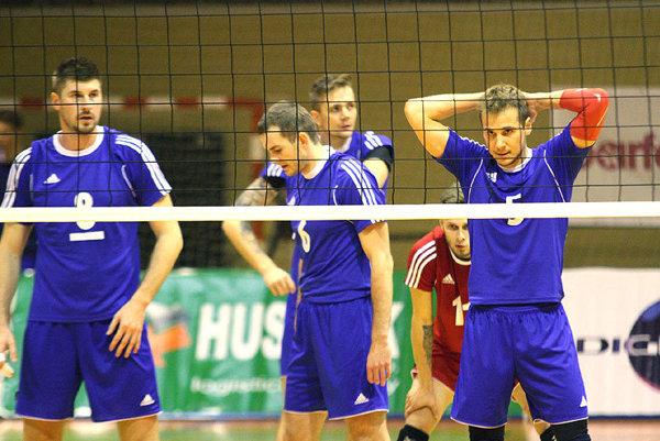 Zľava Peter Kašper, Juraj Zaťko, Lukasz Szarek (vzadu), Martin Turis (v červenom) a Matej Kubš.