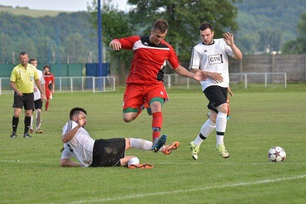 Zo zápasu Kozárovce - Bešeňov 2:0