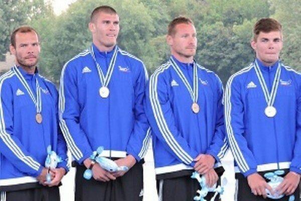Členovia úspešného slovenského štvorkajaku zľava Juraj Tarr, Tibor Linka, Erik Vlček a Denis Myšák.