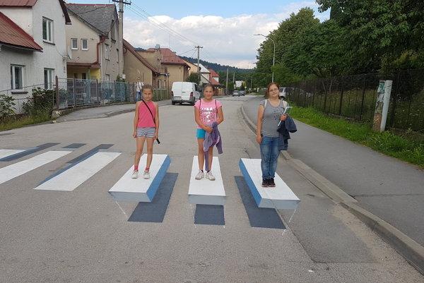 Priechod s 3D efektom je zatiaľ na Slovensku len v Čadci.