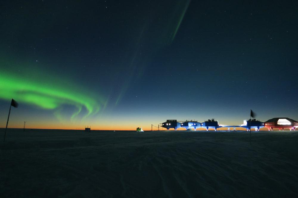 Najbližšie k životu vo vesmíre bez toho, aby ste opustili Zem, by ste mali vo výskumnej stanici ESA Halley 6 na Antarktíde. FOTO - Richard Inman