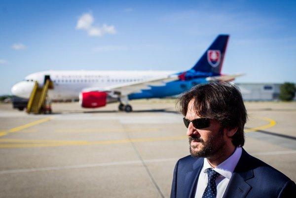 Minister Kaliňák sa zatiaľ mohol zvečniť iba s desaťročným airbusom.