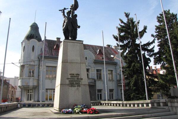 Pamätník Osloboditeľov na Námestí SNP v Trnave.