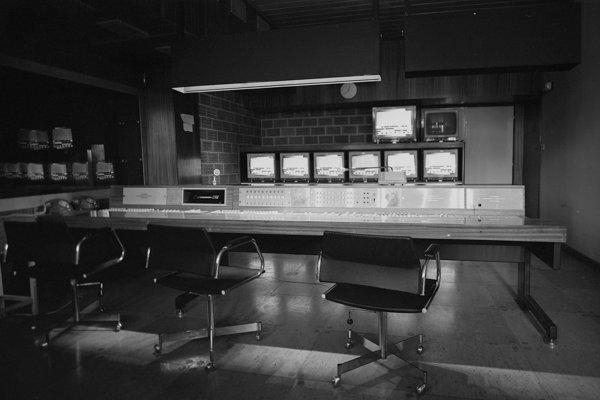 Na archívnej snímke pracovisko v budove televízneho strediska.