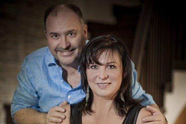 Michal David s manželkou Marcelou. S prehľadom zvládajú úlohu rodičov aj starých rodičov.