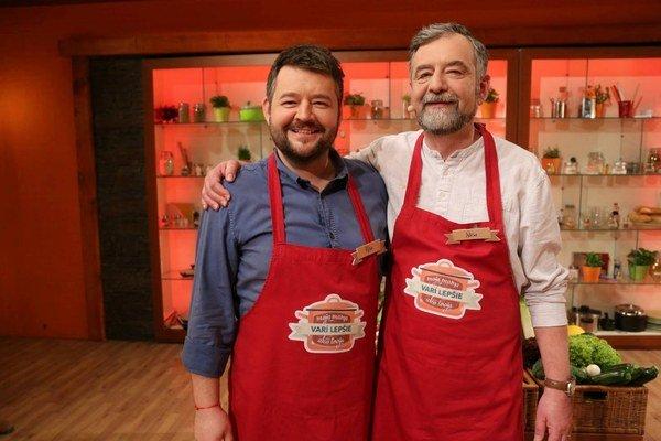 Michal a Saša. Vedia spievať, hrať, zabávať aj variť.