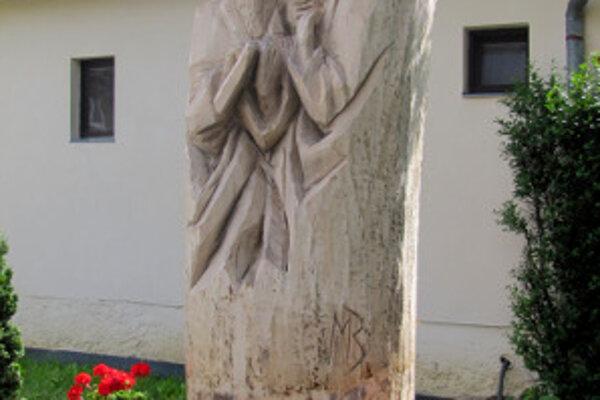 Sochu vytvoril Michal Barta z Bystričian.