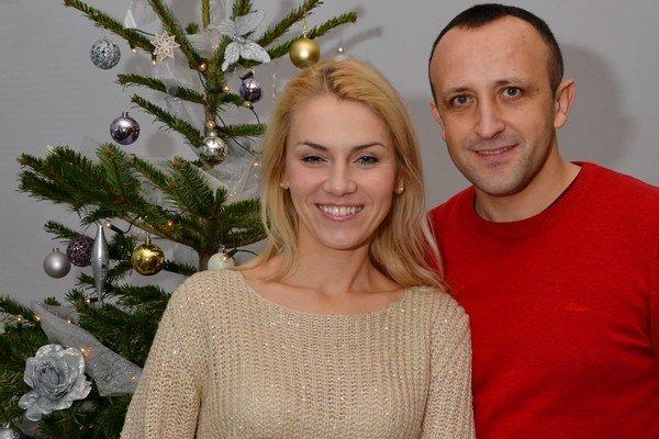 Ondrej Kandráč s manželkou Erikou. Vianoce sú u nich čarovné najmä kvôli deťom.